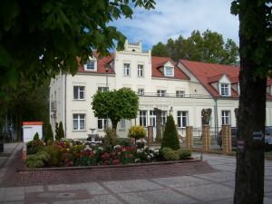 PIERWSZY HOTEL W POBIEROWIE - hotel