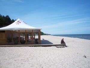 W MAJU pojawiają się na plaży ogródki piwne.