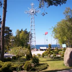 Pustkowo i Bałtycki Krzyż Nadziei - replika krzyża z Giewontu...